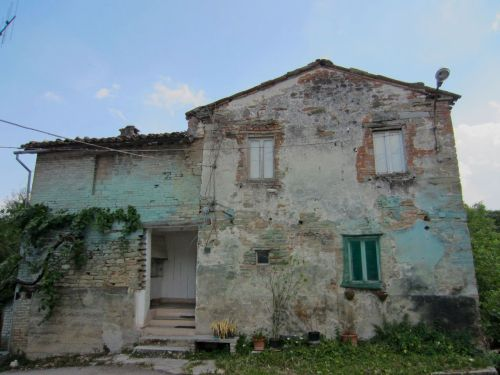 abandoned house le marche italy